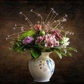 Напольную или настольную вазу преподнести бабушке в день ее юбилея?